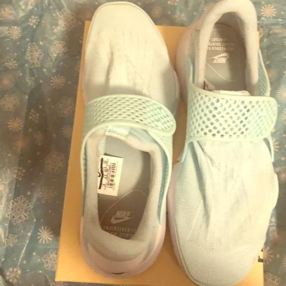 Nike Shoes | Sock Style Dart Slip On